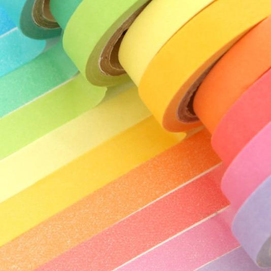Băng dính giấy có nhiều màu sắc và họa tiết trang trí đẹp mắt